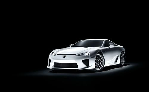 汽车动态:雷克萨斯LFA原型机采用新车身为纽伯格林车队进行了试车