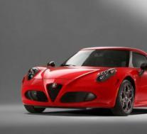 阿尔法罗密欧4C宙斯通过Pogea赛车增加力量和轻盈