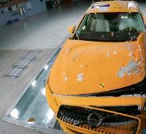 新款沃尔沃S90在CRASH测试视频中彰显其实力