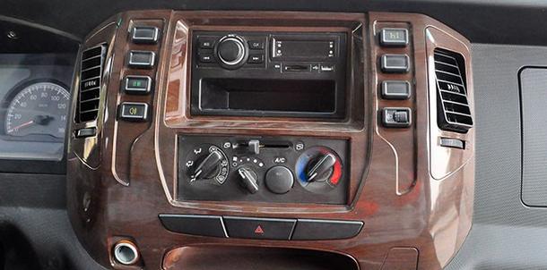 汽车资讯:评测大运奥普力LED广告宣传车上装篇及大运奥普力LED广告宣传车驾驶室篇