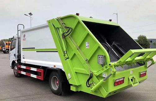 汽车资讯:评测重汽8吨水罐消防车怎么样及东风8方压缩垃圾车多少钱