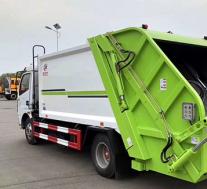评测重汽8吨水罐消防车怎么样及东风8方压缩垃圾车多少钱