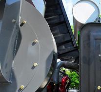 评测重汽王牌单桥3.25方混凝土搅拌车外观篇及大运奥普力黄牌洗扫车底盘篇