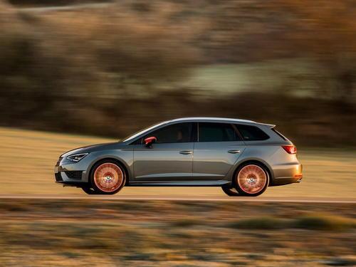 2020 SEAT Leon FR在新预告片中展示时髦的LED尾灯