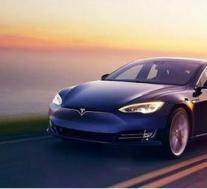 特斯拉Model S P100D想以各种方式击败1000马力的超级跑车
