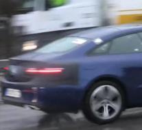 2021年梅赛德斯奔驰E级改款亮相时尚大灯
