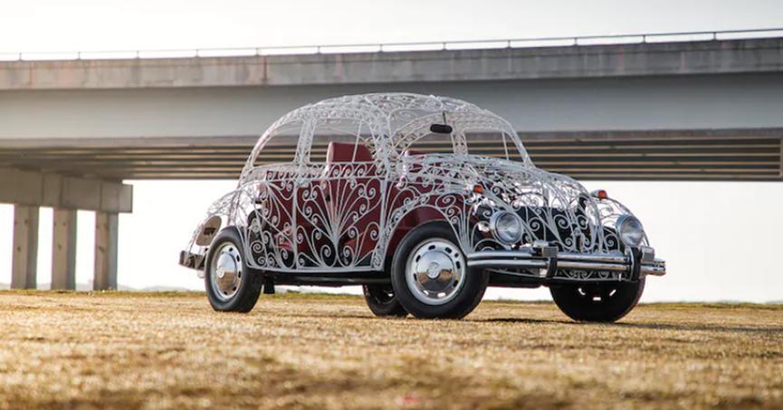 这辆铁艺的甲虫人民车充满了好奇心