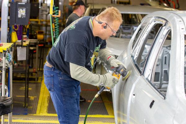 豪华房车与SUV需求增加,GM于Lansing厂区增加1200个工作机会