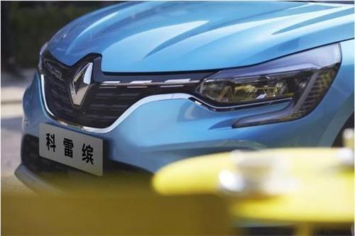 雷诺增加了更昂贵的梅甘纳轿车和旅行车