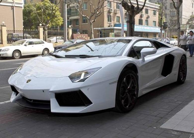 由年轻设计师想象的兰博基尼Aventador替换车