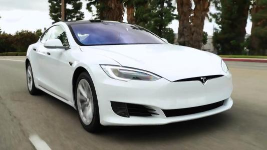 采用Cybertruck设计渲染的下一代特斯拉Model S亮相