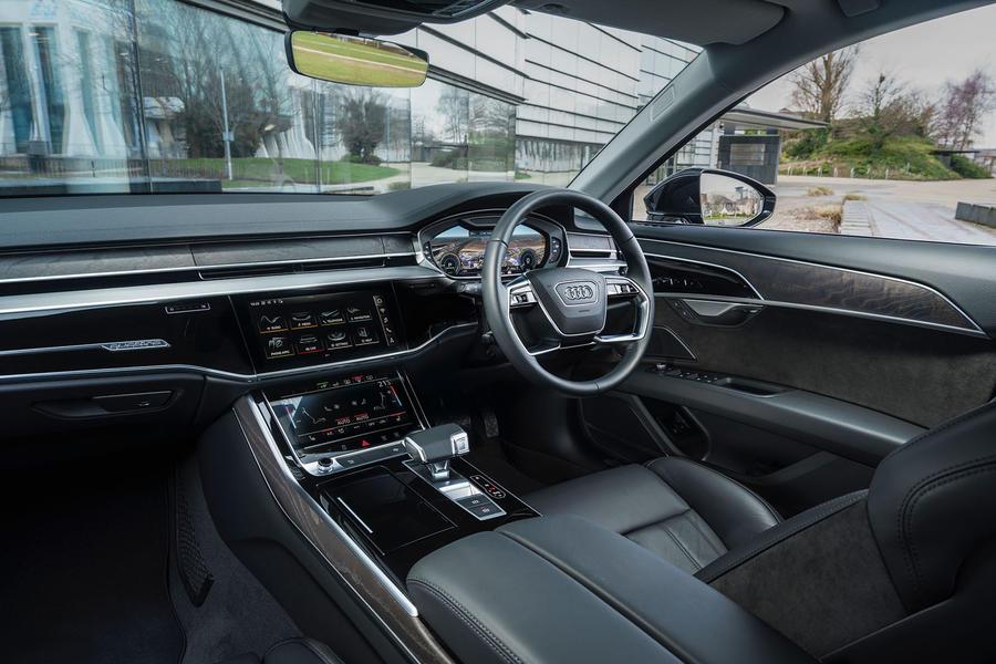 奥迪A8 L 60 TFSIe 2020英国评论