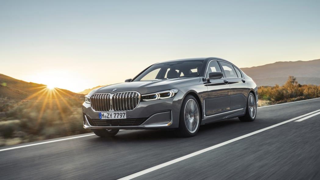 宝马将在今年秋天为欧洲制造最后的V12动力7系?