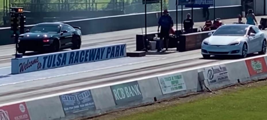 带有猎豹模式的特斯拉Model S Performance创造了新的1/4英里纪录