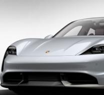 特斯拉Model S和保时捷Taycan比赛