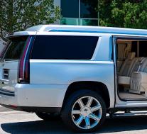 汤姆·布雷迪(Tom Brady)的凯迪拉克凯雷德(Cadillac Escalade)野兽售价30万美元