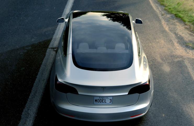 特斯拉Model 3和宝马 M2竞速