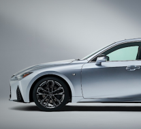 雷克萨斯在2021年发布豪华性能的轿车
