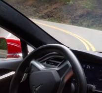 特斯拉自动驾驶仪处理曲折道路