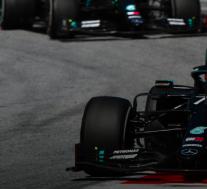 梅赛德斯的Bottas在2020年一级方程式奥地利大奖赛上名列前茅