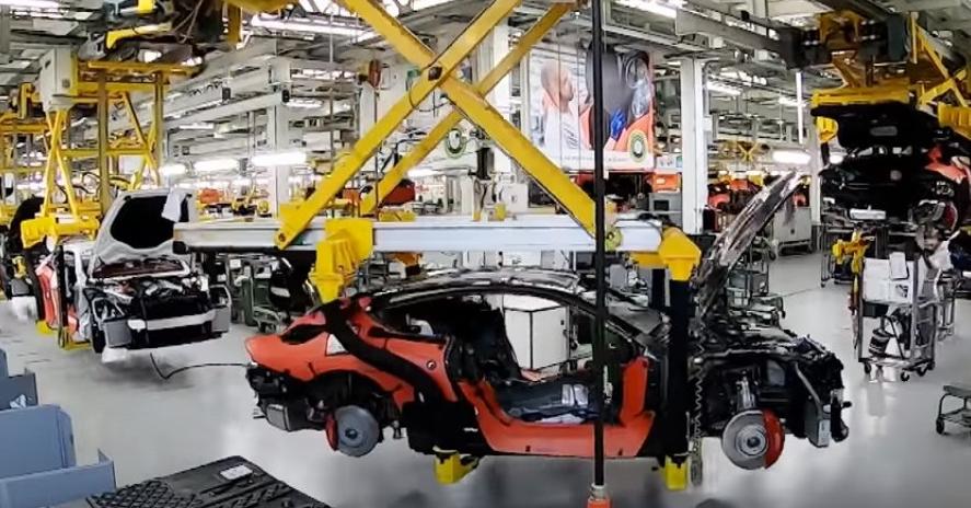 汽车资讯:查看精美的Bentley Continental GT W12的制造过程