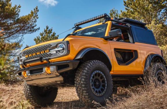 2021年福特Bronco展示越野技能