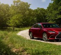 2021年雷克萨斯ES提供全轮驱动,更小的发动机