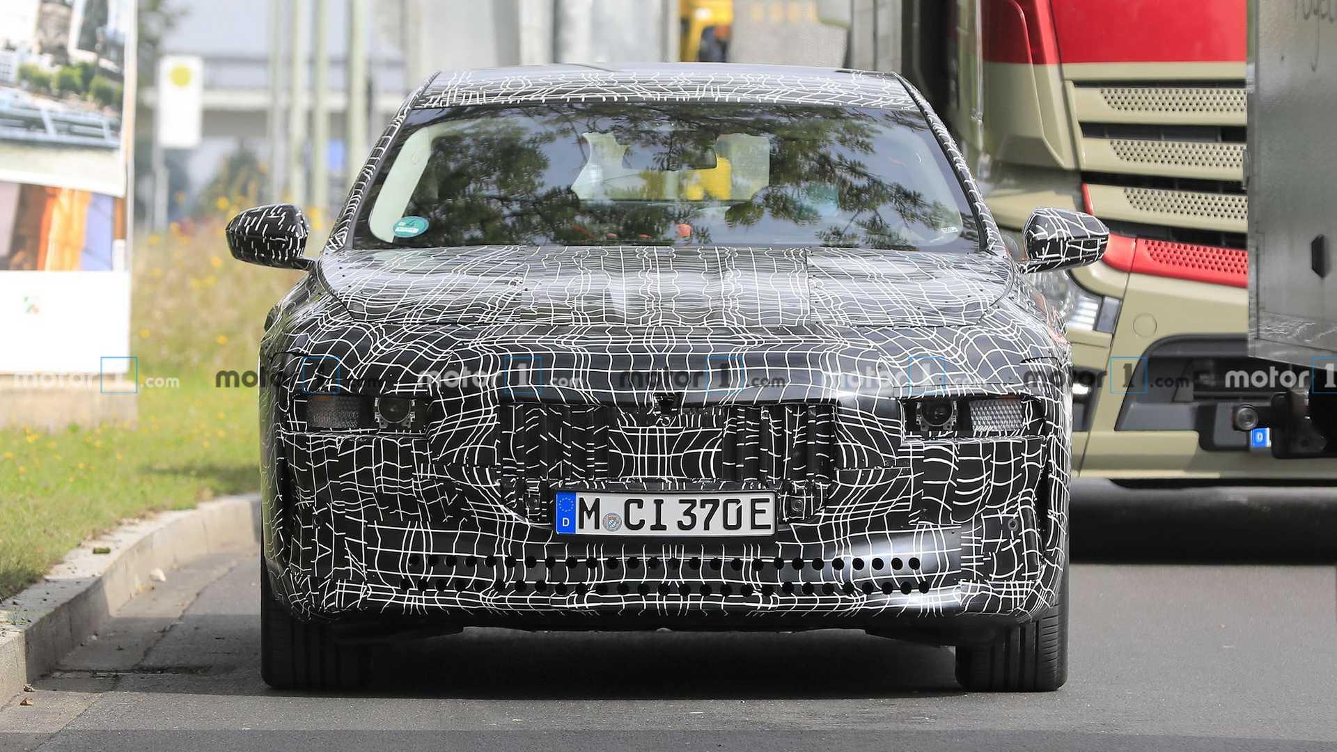 宝马i7电动轿车在测试中再次飙升