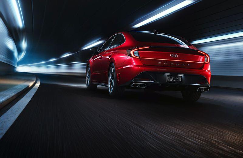 现代的2021 Sonata N Line采用了引人注目的轿车,并增加了外观,功率