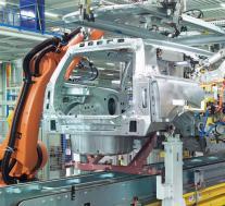 英国汽车产量在八月份几乎减半