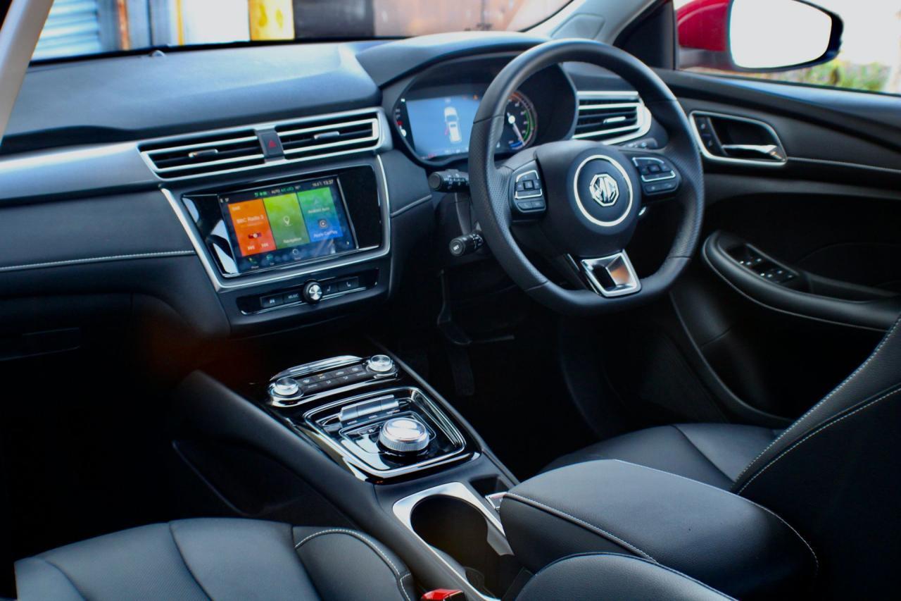 2021MG5是一款全电动214英里紧凑车型,看起来像大众汽车,价格从24,495英镑起