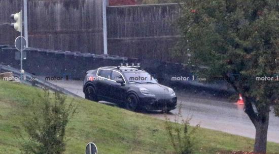 2022年保时捷Macan Electric Spied为特斯拉Y型战车做好准备