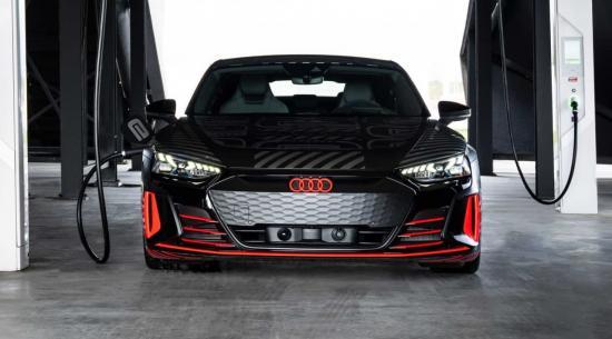 奥迪RS E-Tron GT在新预告片中全方位展示