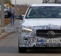 2022年梅赛德斯-奔驰C级车终于在新的间谍照片中掉落了重型迷彩