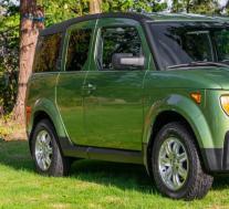 一台2006年的本田元素在带拖车的情况下以30,000美元的价格售出