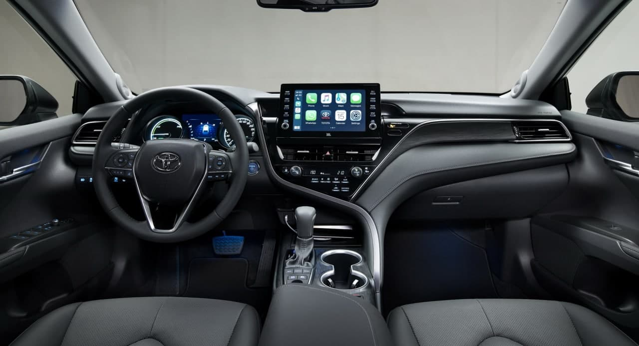 欧洲的2021年丰田凯美瑞混合动力车收到重新设计的前端和新的信息娱乐系统