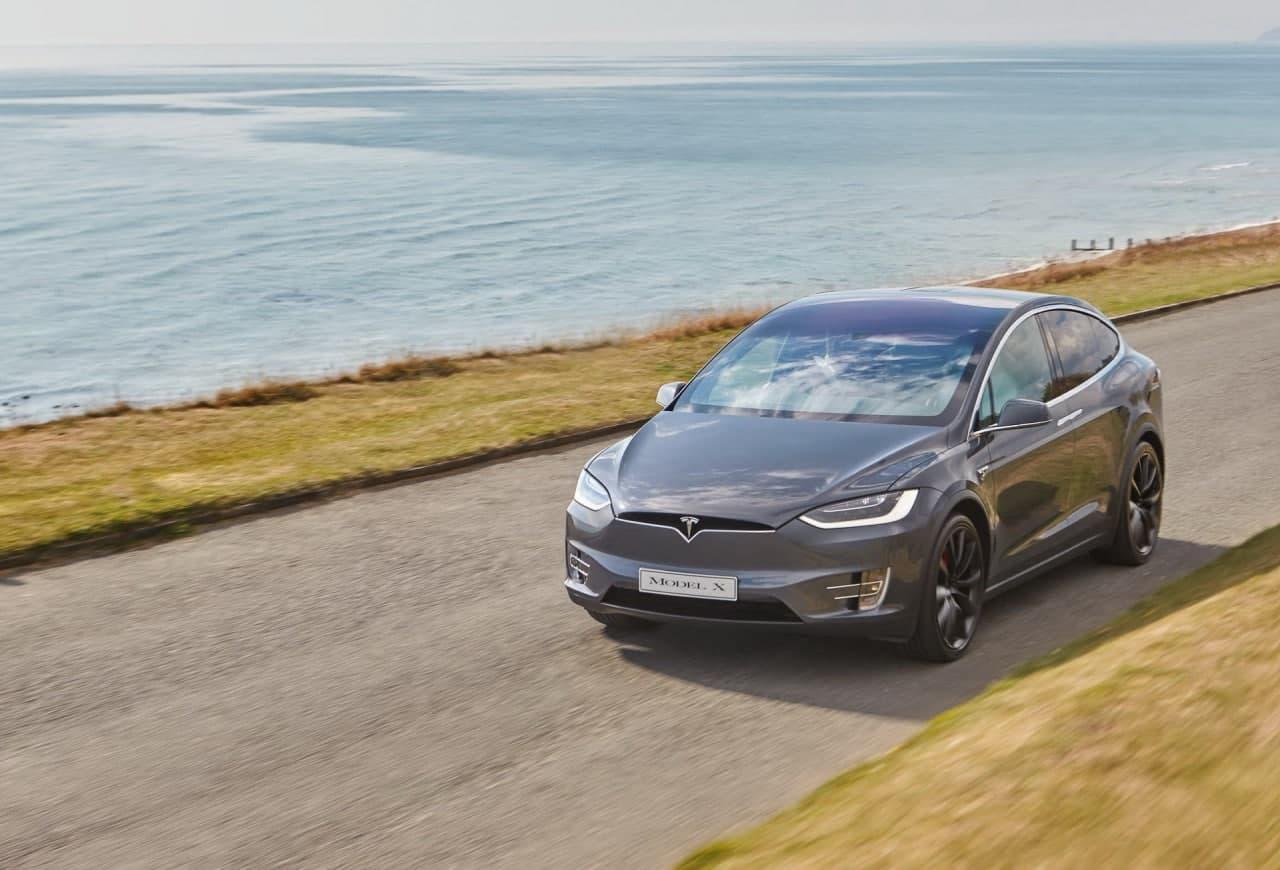 特斯拉因玻璃面板贴花故障召回9,136辆Model X SUV