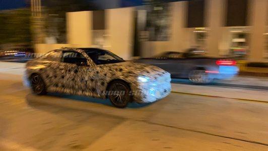2022年宝马2系双门轿跑车在洛杉矶被发现