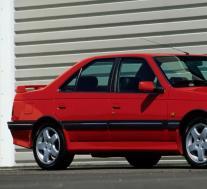 标致405 T16是1990年代宾尼法利纳风格的220马力运动轿车