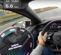 2021斯柯达明锐RS 245在高速公路上进行加速测试