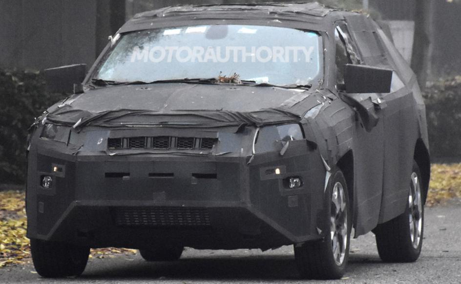 基于2022年Jeep指南针的3行SUV间谍照片:紧凑型家庭车正在研制中