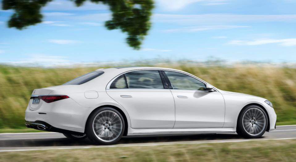 2021年梅赛德斯-奔驰S级轿车以110,850美元的价格发售