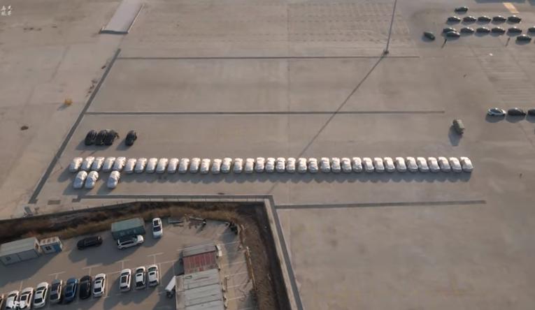 无人机视频显示,特斯拉Model Y在中国的千兆工厂开始生产