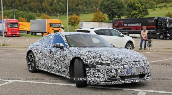 奥迪RS E-Tron GT电动性能轿车在首次亮相时即开始充电
