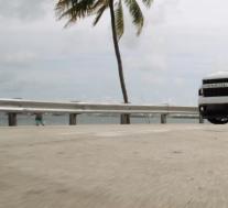 雪佛兰Silverado短床带着沃森M-X5车轮亮相街头