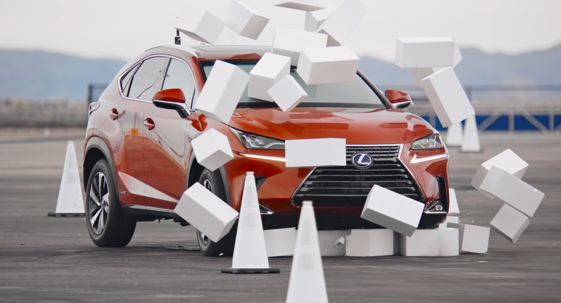 雷克萨斯汽车将驾驶员的百叶窗遮挡4.6秒,以展示发短信开车有多危险