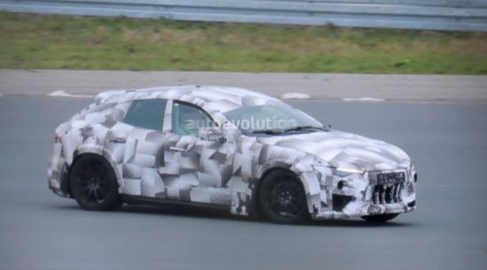 2023 Ferrari Purosangue Mule接近预生产原型阶段