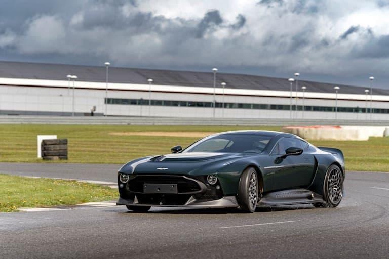 """汽车动态:阿斯顿·马丁·维克多(Aston Martin Victor)感觉到适当地涉及到驾驶员的汽车"""""""