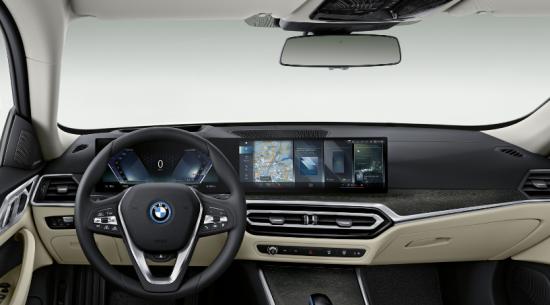 2022 BMW i4可提供高达536 hp的功率,起价为56,395美元