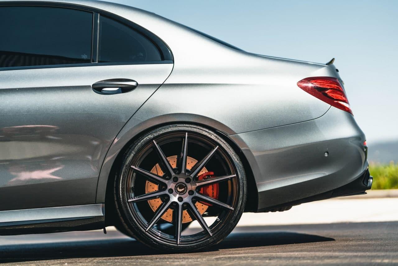 汽车资讯:需要填补那些轮拱间隙吗梅赛德斯AMG E63 S 试穿 21 英寸轮辋